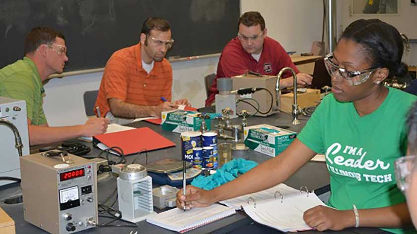 Master of Health Physics Students Come to IIT for 2014 Instrumentation Course