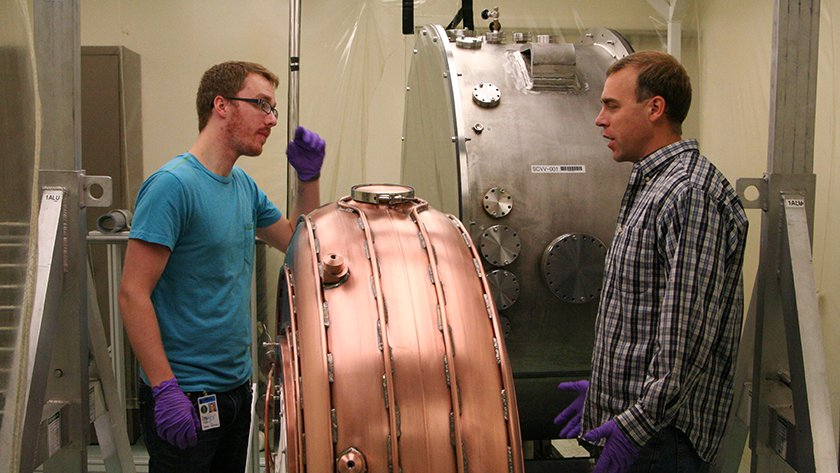 [left] Mechanical engineering undergrad student Jared Gainer from Kettering University. IIT students work in research groups together with students from all over the world.